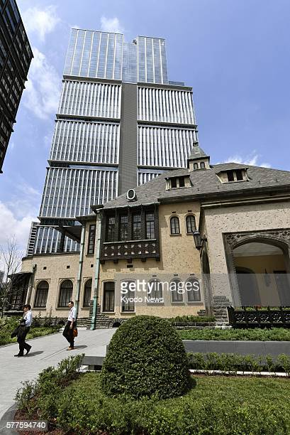 End of terrace house stock photos and pictures getty images for Classic house akasaka