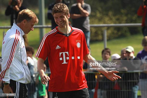 New head coach Andries Jonker talks to his palyer Thomas Mueller during the Bayern Muenchen training session at Bayern's training ground 'Saebener...