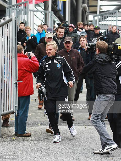 New head coach Thorsten Fink of Hamburg is seen prior to a Hamburger SV training session on October 18 2011 in Hamburg Germany