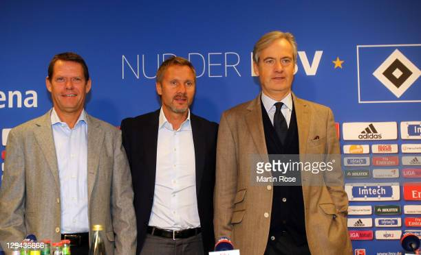 New head coach Thorsten Fink poses with sport director Frank Arnesen and president of Hamburger SV Carl E Jarchow before the press conference of...