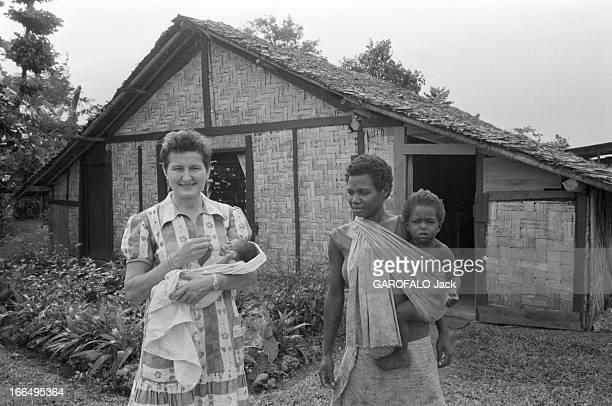 New Hebrides NouvellesHébrides 20 juin 1980 La colonnie francobritannique un mois avant son indépendance sur l'île de Spirito Santo une jeune femme...