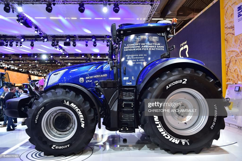 A New Holland NH Drive concept autonomous tractor is displayed during the SIMA, Paris International agribusiness show at the Parc des Expositions Paris Nord in Villepinte on February 26, 2017. / AFP / CHRISTOPHE