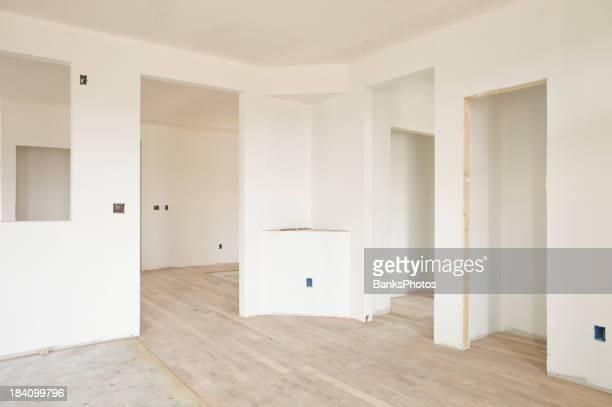 Neues Zuhause-Konstruktion Trockenmauer und offenem Etage