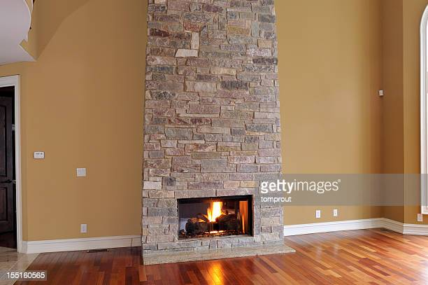 Nouvelle maison cheminée en pierre