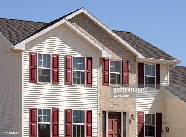 Nuova casa di mattoni e vinile schierandosi di fatto con