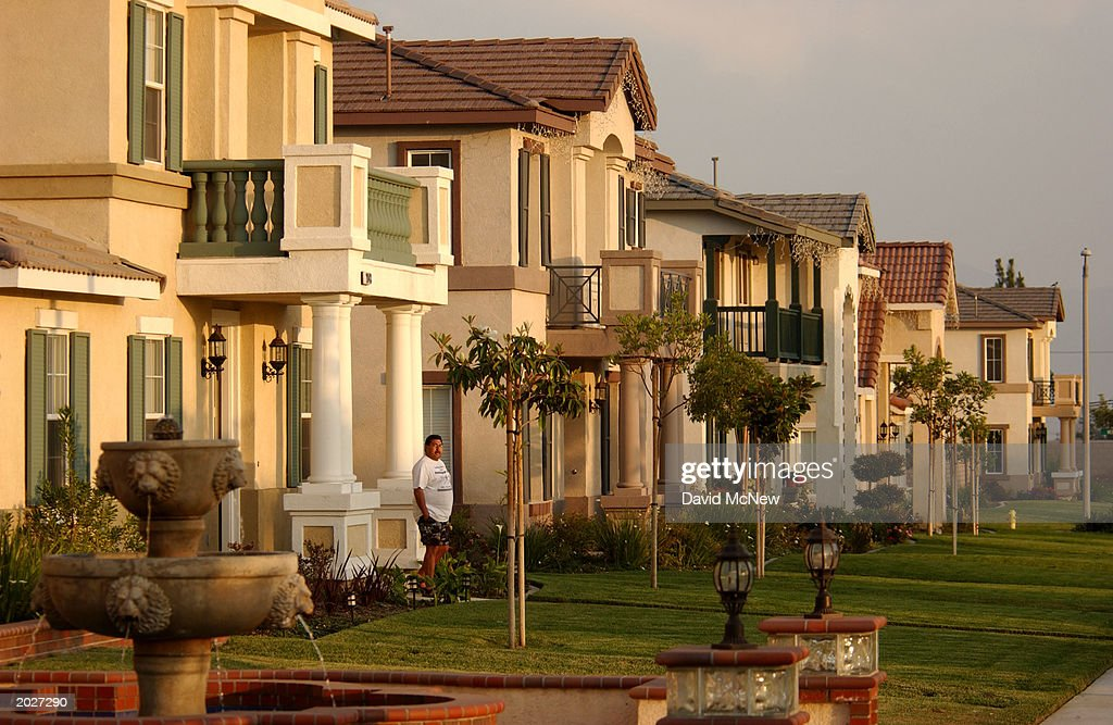 New houses line the street in the Inland Empire, the area east of Los Angeles, in Riverside and San Bernardino Counties, May 23, 2003 in Ontario, California. The high cost of housing in the Los Angeles area has many Angelinos opting for lower priced new homes in the counties to the east and commuting long distances on often-jammed freeways to get their jobs in L.A. Angelinos reportedly have the nation's longest cummutes and worst traffic. A Census Bureau survey released May 19 reports that about 782 people moved to the Los Angeles-Long Beach metropolitan area, already the nation's most populated at nearly 9.5 million, each day in 2001. The 2001 total was more than 285,000.
