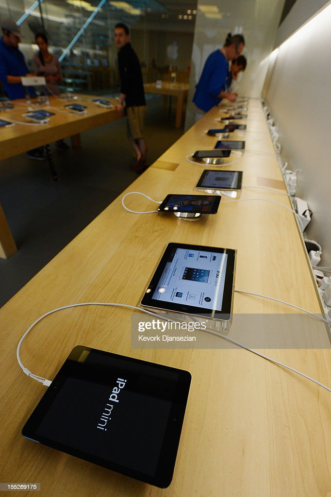 New iPad minis and 4th generatrion iPads sit on display at the Apple Store on November 2, 2012 in Los Angeles, California. It was reported that lines at Apple stores nationwide were short as the new iPad mini and 4th generation iPad went on sale today.