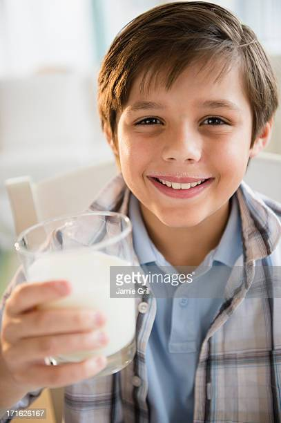 USA, New Jersey, Jersey City, Boy (8-9) drinking milk