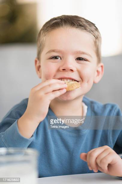 USA, New Jersey, Jersey City, Boy (4-5) eating cookie