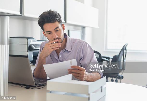 USA, New Jersey, Jersey City, Businessman at work in office