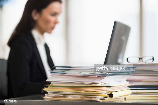 USA, New Jersey, Jersey City, Businesswoman working in office