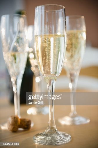 USA, New Jersey, Jersey City, Champagne flutes and cork on table