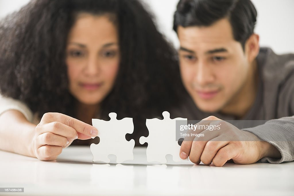 USA, New Jersey, Jersey City, Couple matching jigsaw puzzle : Stock Photo