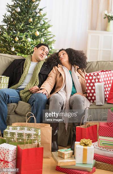 USA, New Jersey, Jersey City, Couple with Christmas presents in living room