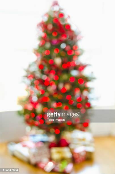 USA, New Jersey, Jersey City, defocused christmas tree