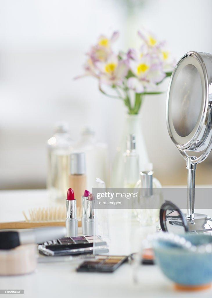 USA, New Jersey, Jersey City, make-up cosmetics on table : Stock Photo