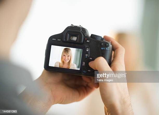 USA, New Jersey, Jersey City, Man holding digital camera