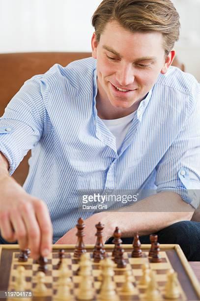 USA, New Jersey, Jersey City, man playing chess