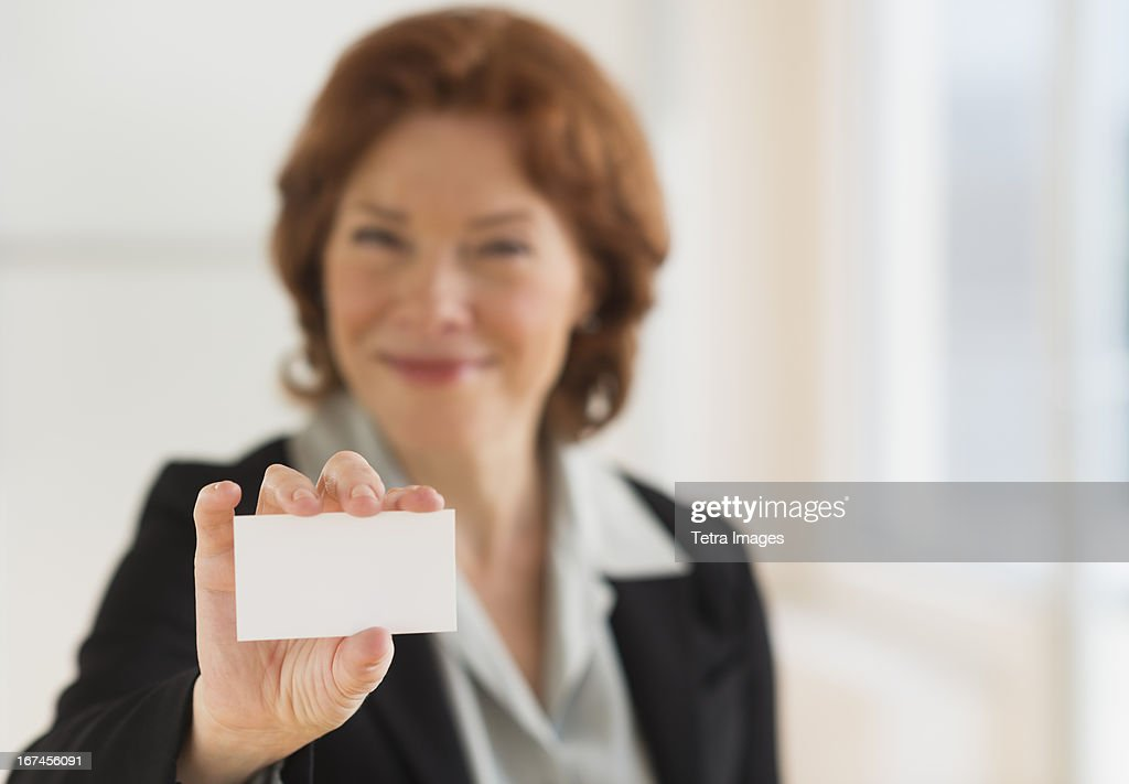 USA, New Jersey, Jersey City, Portrait of businesswoman showing blank business card : Stock Photo