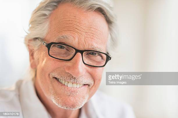 USA, New Jersey, Jersey City, Portrait of smiling senior man