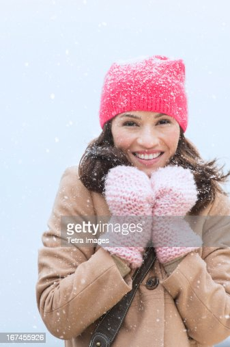 USA, New Jersey, Jersey City, Portrait of woman in winter clothes : Stock Photo