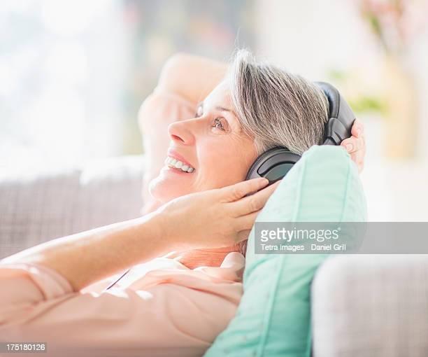USA, New Jersey, Jersey City, Portrait of woman listening to music