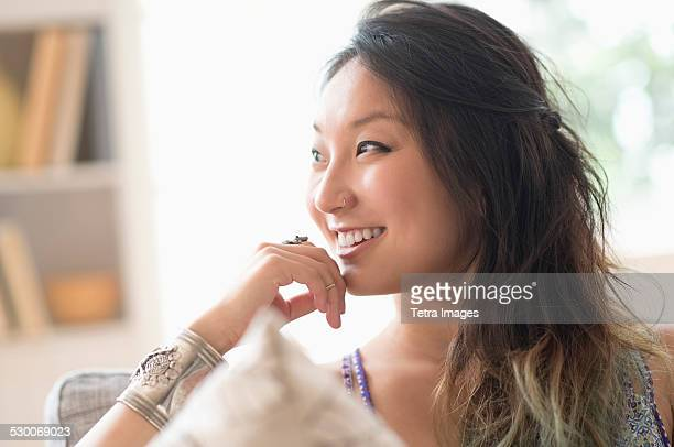 USA, New Jersey, Jersey City, Portrait of young woman smiling