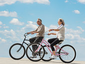 USA, New Jersey, Jersey City, Senior couple riding bicycle