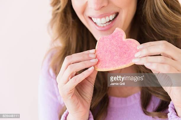 USA, New Jersey, Jersey City, Woman holding heart shape cookie