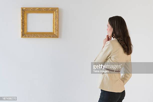 USA, New Jersey, Jersey City, Woman looking at blank picture in art gallery