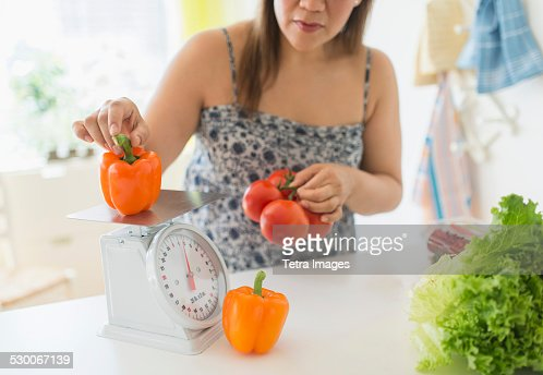 USA, New Jersey, Jersey City, Woman preparing meal