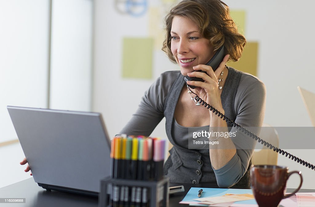 USA, New Jersey, Jersey City, woman working in home office