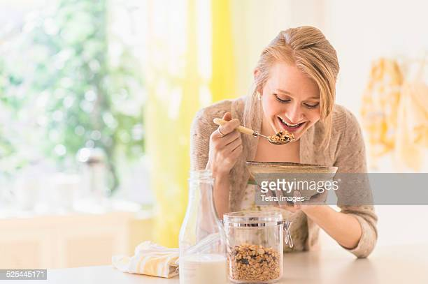 USA, New Jersey, Jersey City, Young woman eating granola for breakfast