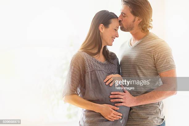 USA, New Jersey, Man kissing pregnant woman