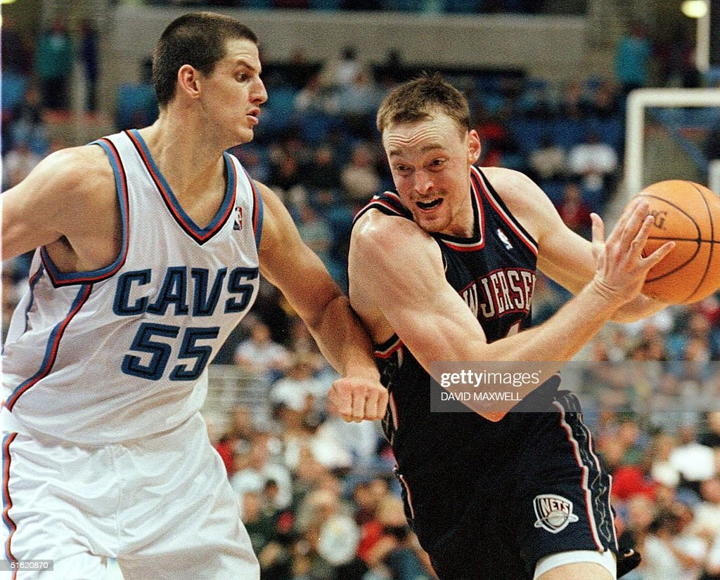 New Jersey Nets foreward Keith Van Horn R drives