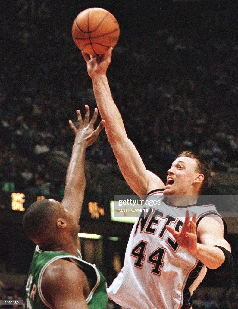New Jersey Nets forward Keith Van Horn R shoots