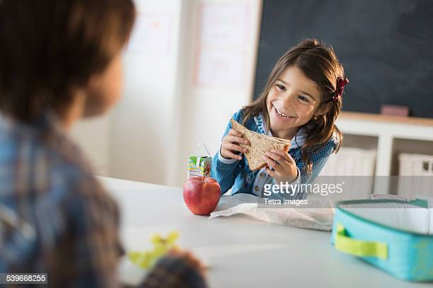 USA, New Jersey, Pupils (6-7) eating lunch in classroom