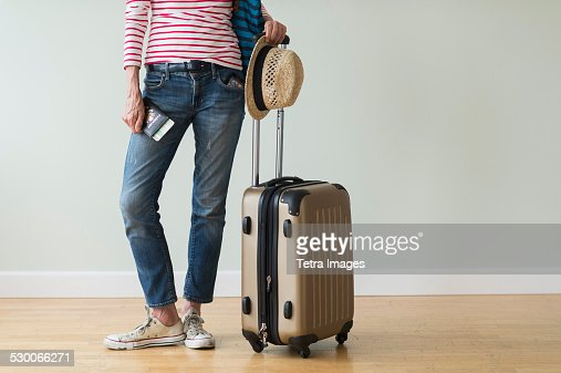 USA, New Jersey, Woman ready to go on vacations : Stock-Foto