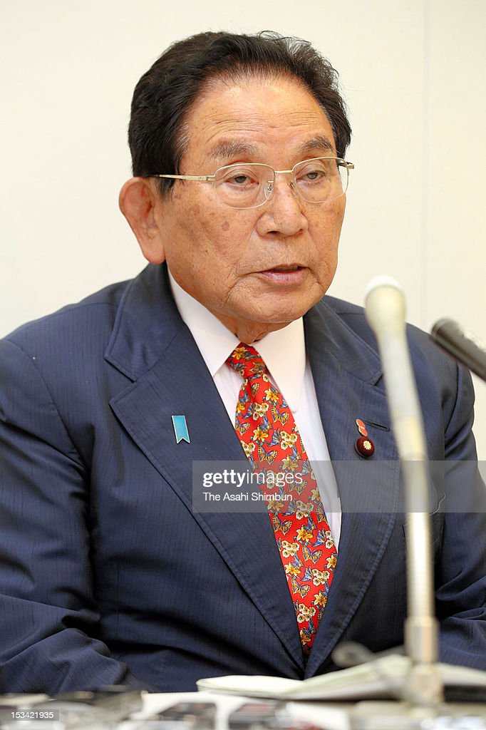 New Justice Minister Keishu Tanaka speaks during a press conference at Diet building on October 4, 2012 in Tokyo, Japan. Tanaka admitted that his office had received political donation from a firm owned by a Chinese national, over four years from 2006.