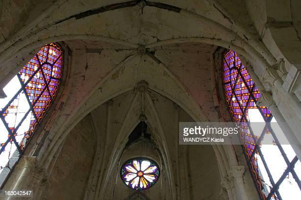 New Lords Of The Manor Fabrice PROVIN chef d'entreprise et Gil BACHELET antiquaire ont racheté pour 50 000 euros en juin 2002 le château de...