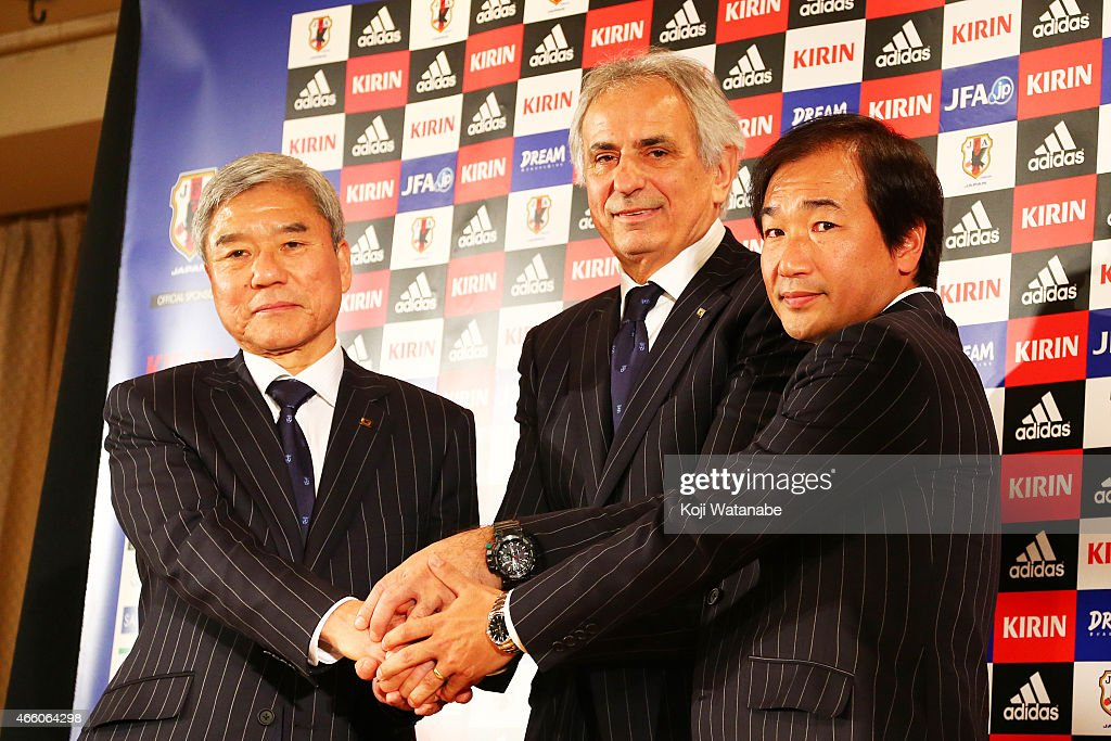 New Manager for Japan National Soccer Team <a gi-track='captionPersonalityLinkClicked' href=/galleries/search?phrase=Vahid+Halilhodzic&family=editorial&specificpeople=777212 ng-click='$event.stopPropagation()'>Vahid Halilhodzic</a> shakes hands with Japan Football Association (JFA) president <a gi-track='captionPersonalityLinkClicked' href=/galleries/search?phrase=Kuniya+Daini&family=editorial&specificpeople=7081074 ng-click='$event.stopPropagation()'>Kuniya Daini</a> (L) and JFA executive Masahiro Simoda (R) during the new conference at Tokyo Prince Hotel on March 13, 2015 in Tokyo, Japan. The Japan Football Association named Bosnian <a gi-track='captionPersonalityLinkClicked' href=/galleries/search?phrase=Vahid+Halilhodzic&family=editorial&specificpeople=777212 ng-click='$event.stopPropagation()'>Vahid Halilhodzic</a> as Japan's new national football team manager.