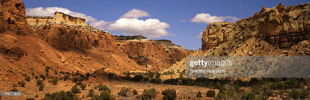 'USA, New Mexico, Ghost Ranch near Abiquiu, red rock formations' : Stock Photo