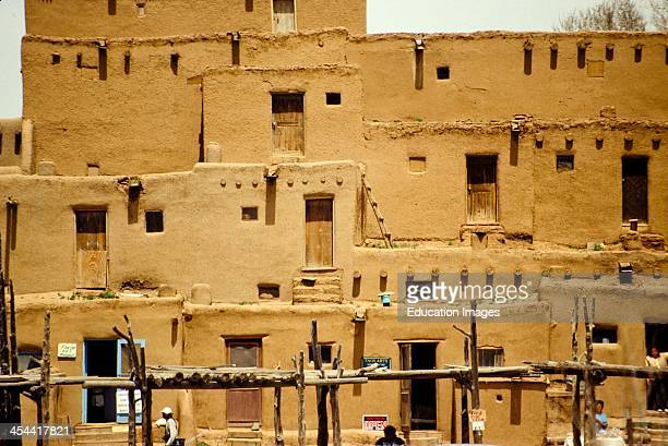 Taos pueblo stock photos and pictures getty images for Adobe construction pueblo co