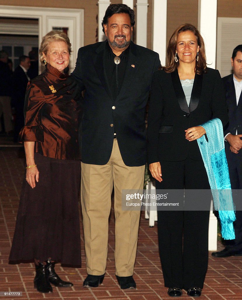New Mexico's wife Barbara Richardson, New Mexico Governor Bill Richardson and Mexico's First Lady Margarita Zabala pose before dinner at Governor Residence on October 5, 2009 in Albuquerque, New Mexico. The Spanish Royals were in town to commemorate Santa Fe, New Mexico's 400th Anniversary.