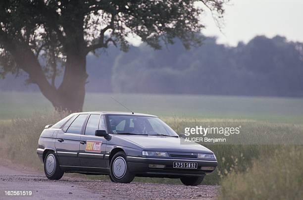 New Model Citroen Xm V6 En France en juin 1989 lors d'un test du magazine Paris Match le nouveau modèle de CITROEN la voiture XM V6 à l'arrêt