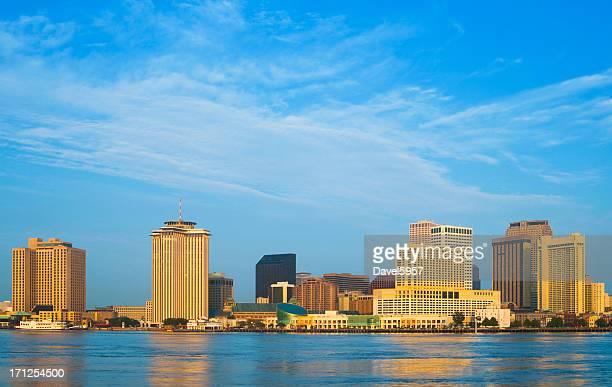 Die Skyline von New Orleans und den Fluss