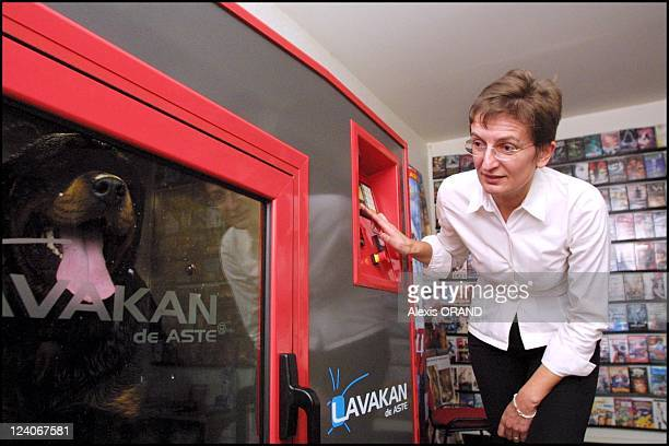 New 'Pet and Cat washing machine' in Lyon France on October 10 2001