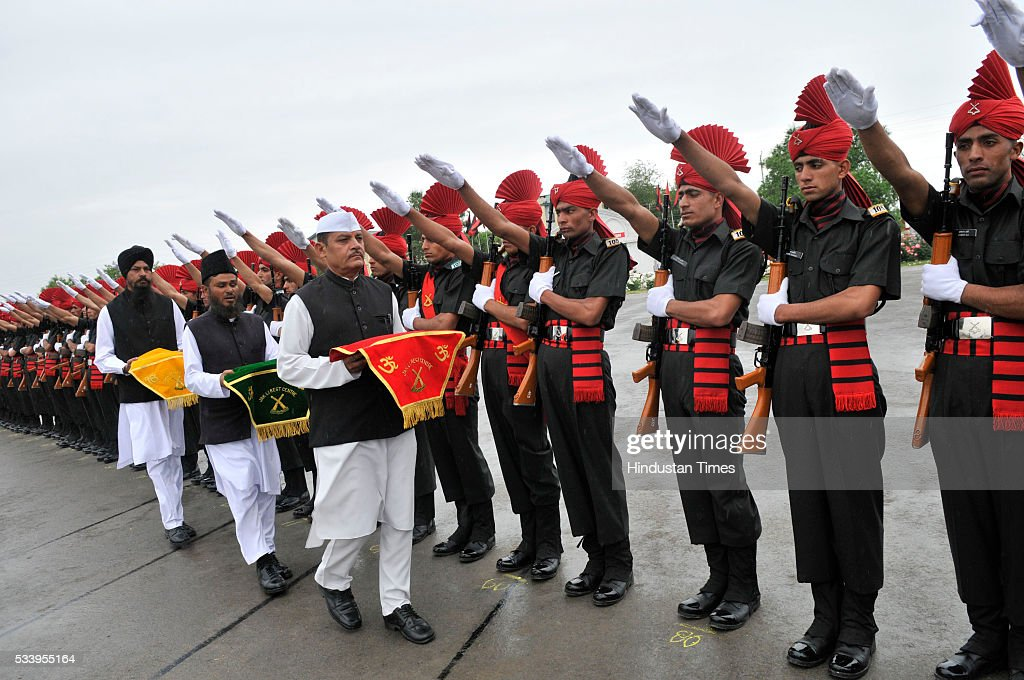 New recruits of the Jammu Kashmir Light Infantry Regiment (JKLIR) take the oath during passing out parade at an army base on May 24, 2016 near Srinagar, India.249 young men from Jammu & Kashmir were formally inducted into the Army Jammu and Kashmiri Light Infantry Regiment (JKLIR) after nine months of rigorous training.