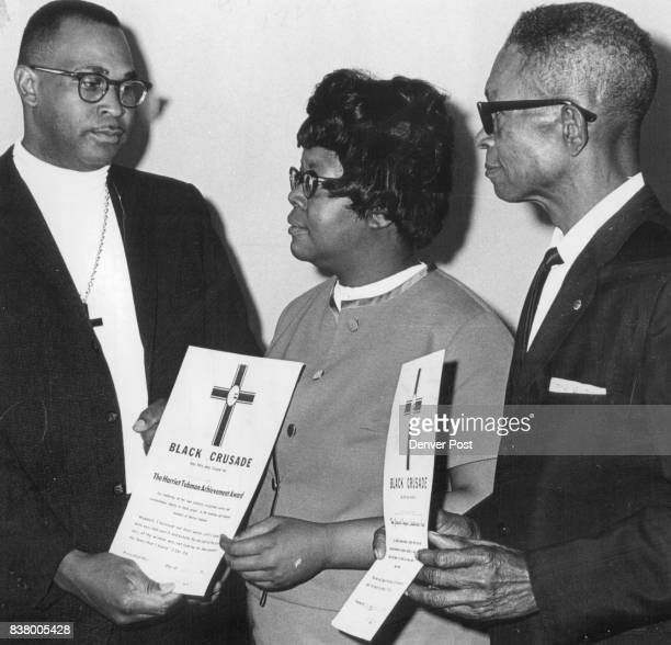 New Religious Movement Honors Duo Miss Ario P Taylor accepts the Harriet Tubman Achievement Award from Roy Flournoy founder of the Black Crusade a...