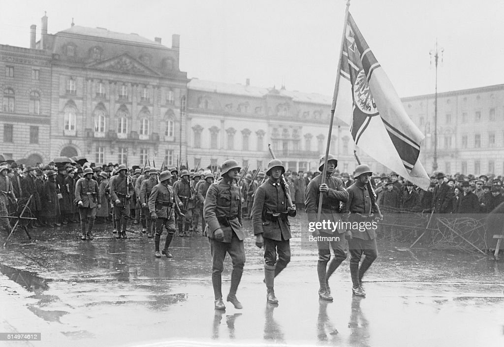 New Revolutionary troops marching before Hotel Adlon in Unter der Linden street